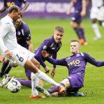 RSCA's Nmecha dribling beerschot defenders